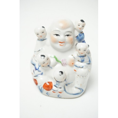 Lachende Boeddha beeldje met 5 kinderen