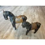 2 Antiek houten paardjes bekleed met latoenkoper.