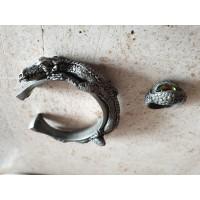 Armband en ring. Beeltenis van een draak en de ring het oog