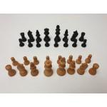Leuk setje kleine houten schaakstukken