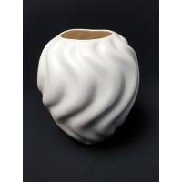 Mooie witte vaas van de N.V. Koninklijke Plateelbakkerij Zuid-Holland