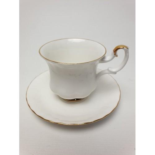Kop en schotel.wit royal albert bone china england val d'or