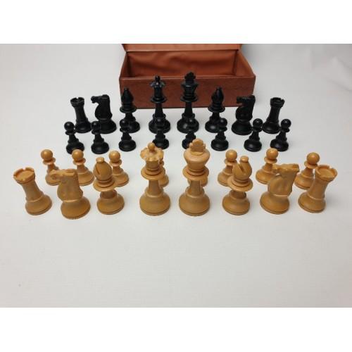 Vintage kunststof schaakset. Kininghoogte 77 mm. Staunton