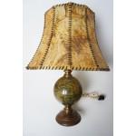 Lamp met een voet in vorm van een globe / wereldbol