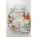Groot vintage porselein lachende boeddha beeld met 5 kinderen