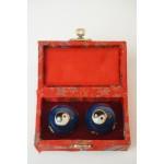Set japanse Baoding ballen in doosje, cloissone Jing Jang afb 2
