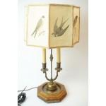 Antieke tafellamp, lampenkap met vogels en is van heel dik papier