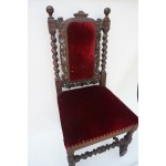 Antiek franse stoel in renaissance stijl, fluweel bekleding