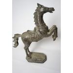 Groot paart in stijger positie, Zand gegoten brons